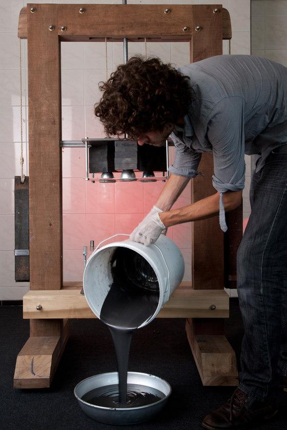 Jólan van der Wiel-Gravity Stool