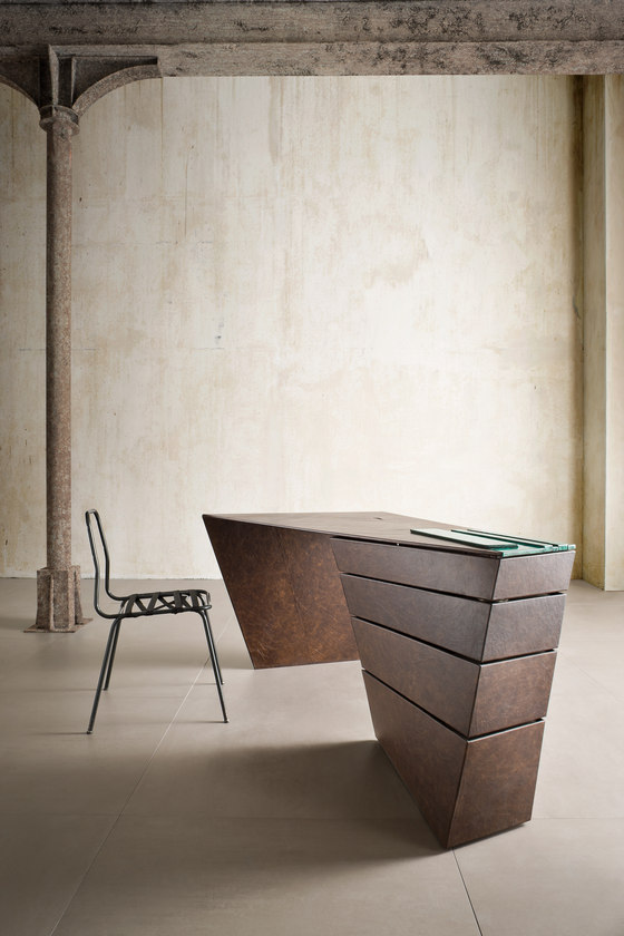 U0027u0027Torqueu0027u0027 Desk By Alessandro Isola Ltd. | Making Ofs