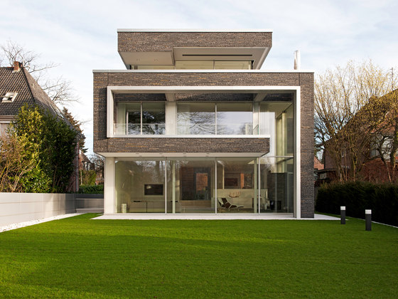 Villa linari by air lux reference projects for Facade villa de luxe moderne