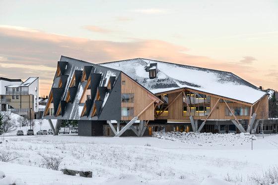 معماری هتلی که برف بازی می کند