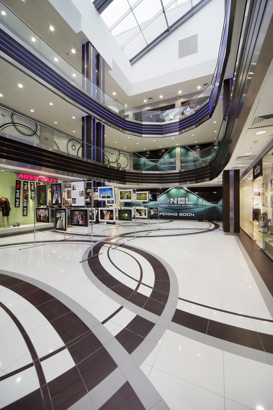 Shopping Centre By Casalgrande Padana Manufacturer