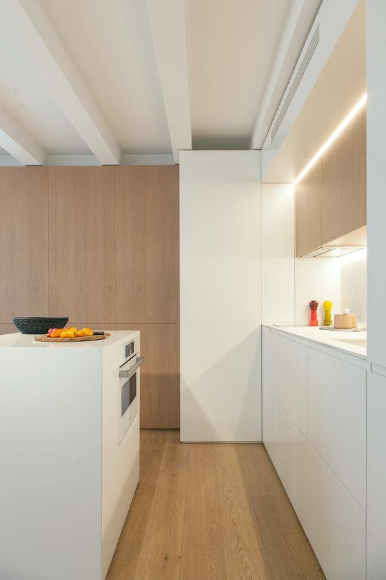 Gracia mini apartment di YLAB Arquitectos | Locali abitativi