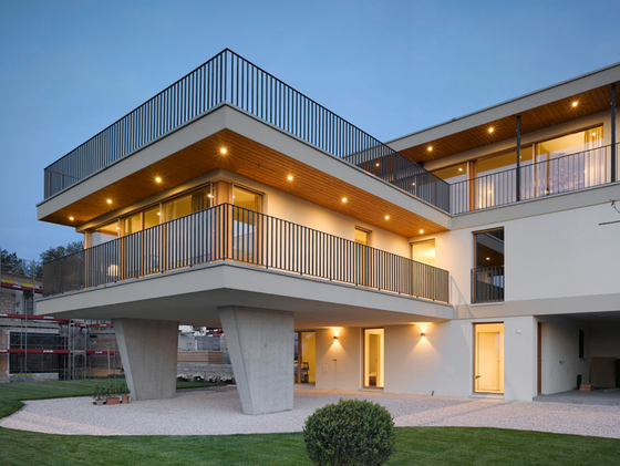 Contemporary Villa by Studioforma Architects   Detached houses