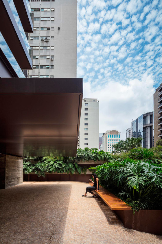 Jaú Building by Studio Arthur Casas | Office buildings