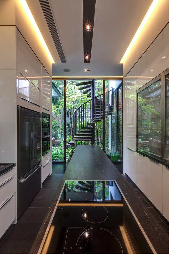 Tan's Garden Villa by Aamer Architects | Detached houses