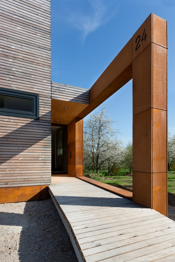 Cherry Blossom House by UberRaum Architects   Detached houses
