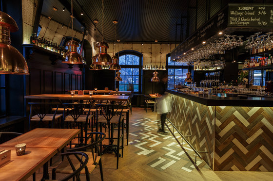 August von Trappe – Belgian Bistro & Bar di Visionary Design Partners Helsinki | Bar - Interni