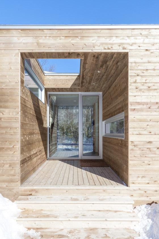 La Louve by Atelier Pierre Thibault   Detached houses