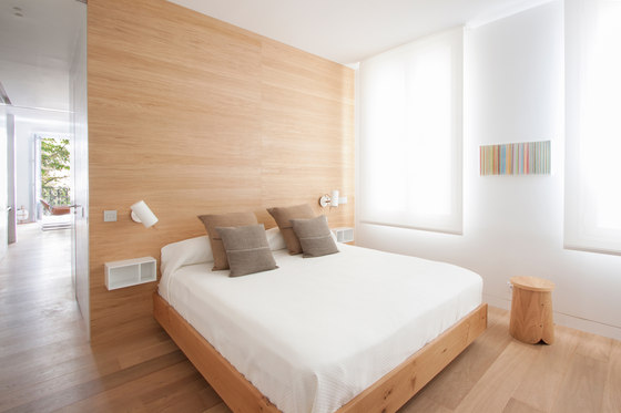 Casa cc58 by lucas y hern ndez gil arquitectos living space for Paredes decoradas con madera