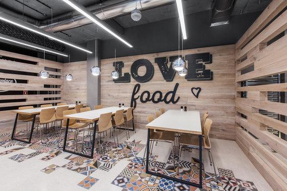 Restaurant in LIDL headquters von mode:lina architekci | Restaurant-Interieurs