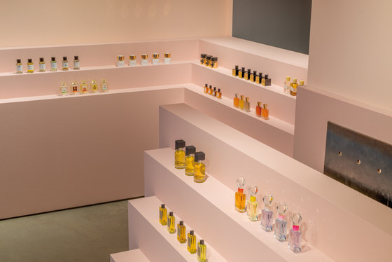 Parfums Uniques by Einszu33 | Shop interiors