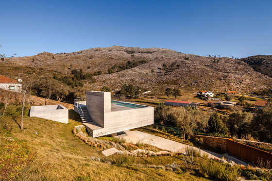 Montaria's Shelter by Carvalho Araújo   Detached houses