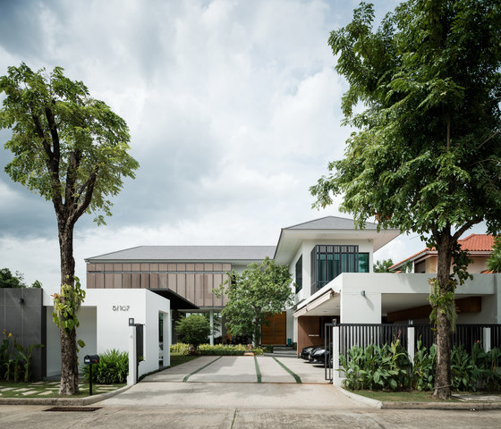 Tiwanon House by Archimontage Design Fields Sophisticated | Detached houses