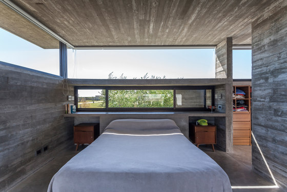 Casa Berazategui by Besonias Almeida Arquitectos | Detached houses