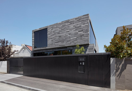 Canterbury Road Residence by b.e architecture | Detached houses