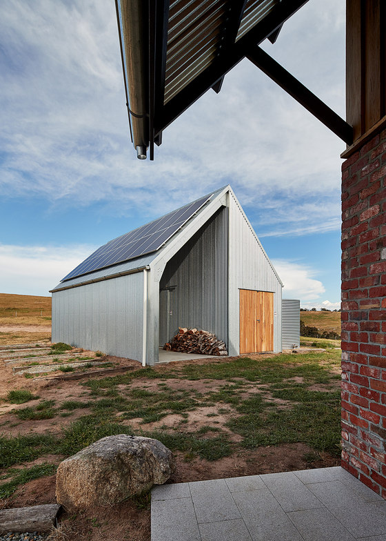 Nulla Vale House and Shed by MRTN Architects | Detached houses