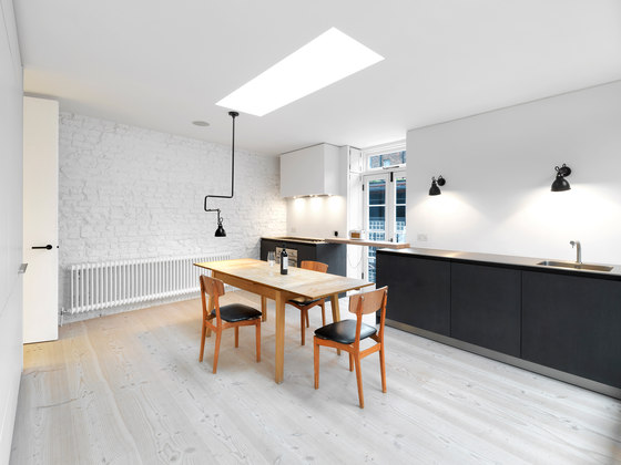 Black & White Mews by Threefold Architects | Living space