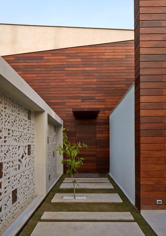 Artisan House by Morphogenesis   Detached houses