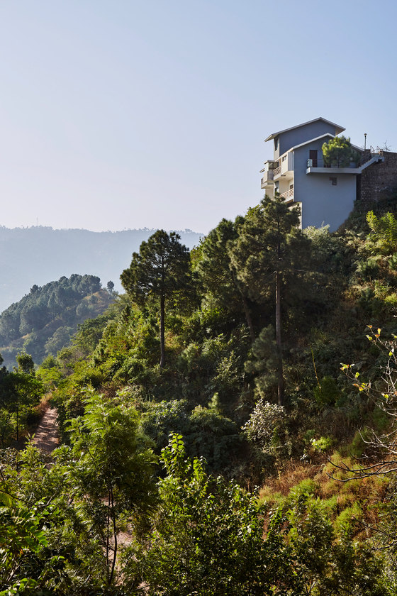 The Woodside Villa by Morphogenesis   Detached houses