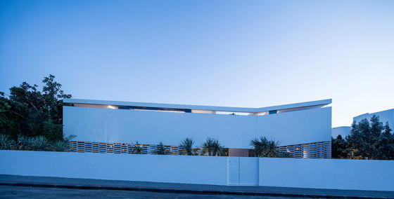 J House by Pitsou Kedem Architects | Detached houses