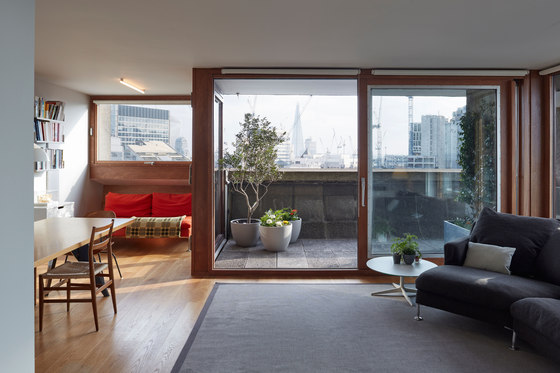 Cromwell Tower, Barbican, London di Quinn Architects | Locali abitativi