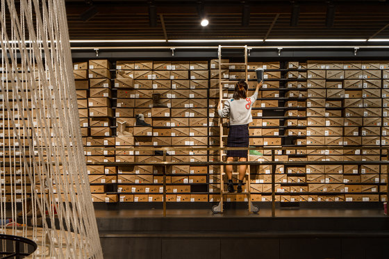 Yellow Earth flagship store de TANDEM Design Studio | Intérieurs de magasin