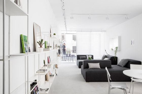 Apartment in TLV by Yael Perry, Amir Navon & Dafna Gravinsky | Living space