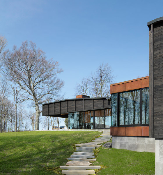 Michigan Lake House by Desai Chia | Detached houses