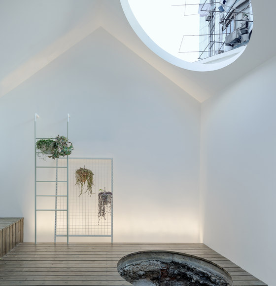 A white house, a growing home by RIGI Design | Living space
