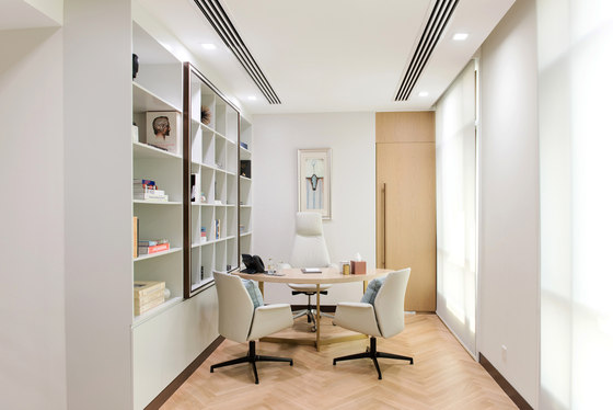 Dubai Holding Executive Office by Sneha Divias Atelier | Office facilities