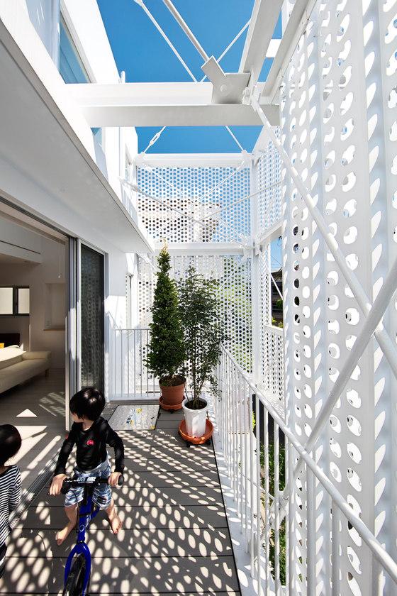 Apartment in Minami-Azabu by Hiroyuki Moriyama Architect And Associates | Apartment blocks