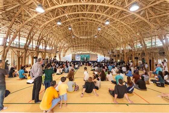 Bamboo Sports Hall for Panyaden International School di Chiangmai Life Architects | Palestre
