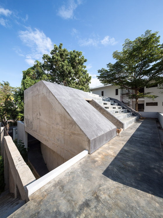 Fuzzy House by SO   Detached houses