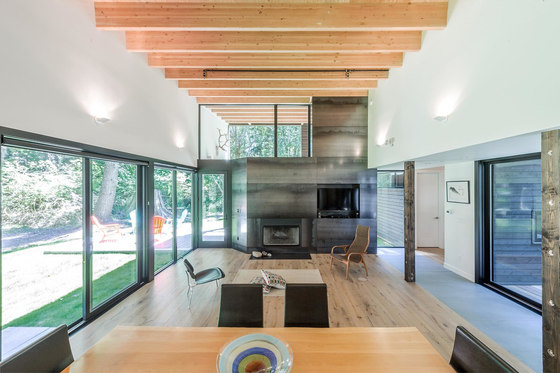 Courtyard House on a River by Robert Hutchison Architecture | Detached houses