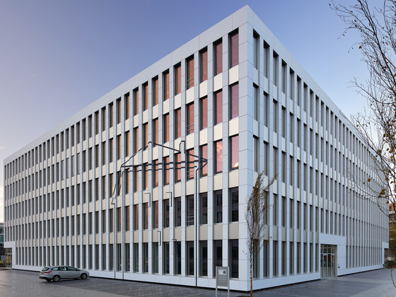 Silberkuhlsturm – Firmenzentrale ista by Baid | Office buildings