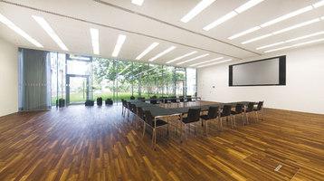 Zubau Veranstaltungsraum Porschehof | Showrooms / Salónes de Exposición | kofler architects