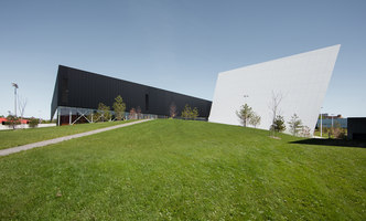 Saint-Laurent Sports Complex | Terrains de sport | Saucier + Perrotte Architectes
