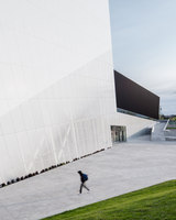 Saint-Laurent Sports Complex | Sports facilities | Saucier + Perrotte Architectes