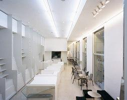 Deutsche Guggenheim Shop | Intérieurs de magasin | Gonzalez Haase AAS