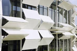Dynamic facade (Kiefer technic showroom) | Immeubles de bureaux | Ernst Giselbrecht + Partner