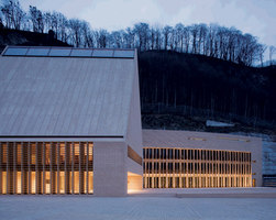 The New Parliament Building for the Principality of Liechtenstein | Bâtiments administratifs | Licht Kunst Licht