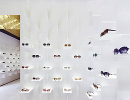 Bolon Eyewear | Shop-Interieurs | pfarré lighting design