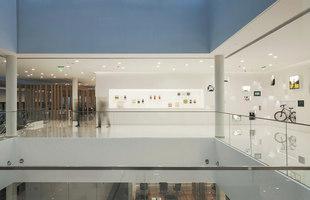 BMW Longdebao | Showrooms / Salónes de Exposición | Crossboundaries