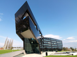 MP09 - Headquarters of the Uniopt Pachleitner Group | Edificio de Oficinas | GSarchitects