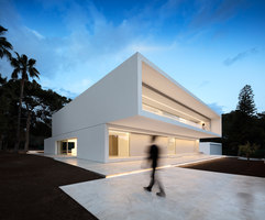 House between the pine forest | Maisons particulières | Fran Silvestre Arquitectos