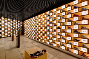 Sneakerology/Streetology | Shop interiors | Facet Studio