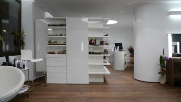 Hairdresser's shop Innfeld |  | Georg Bechter