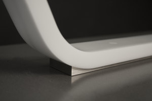 "Schreibtischleuchte ""zlinn"" aus DuPont™ Corian® 