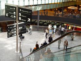 Signaletik Flughafen Zürich | Manufacturer references | BURRI