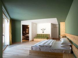 Slow Horse | Hotels | ElasticoSPA